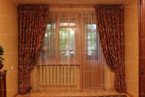 Оформление окна в зале