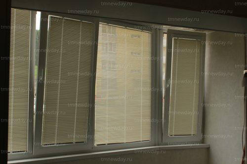 Горизонтальные жалюзи на балкон