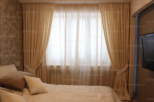 Шторы и покрывало с подушками