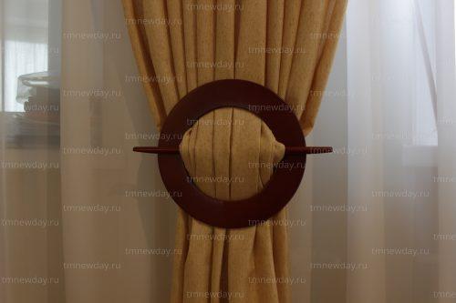 Подхват шторы на заколку, изготовленную на заказ