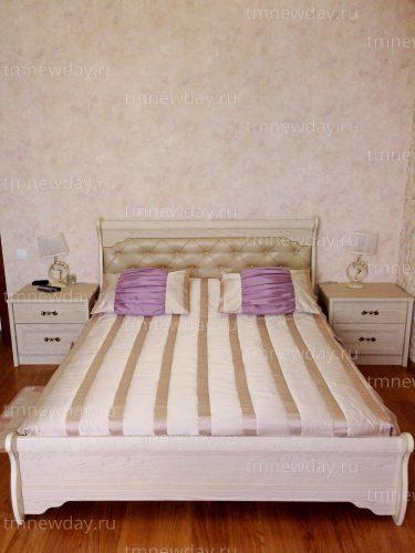 Лаконично покрывало и подушки