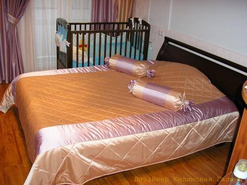 Покрывало с подушками-конфетами в спальню