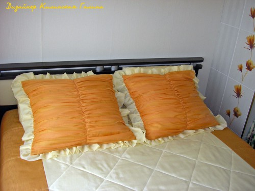 Стеганное комбинированное покрывало и подушки