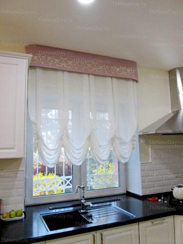 Австрийская штора на кухне