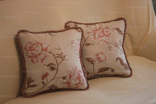 Чехол и подушки на диван